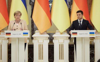 Kanclerz Merkel w Kijowie i szczyt Platformy Krymskiej